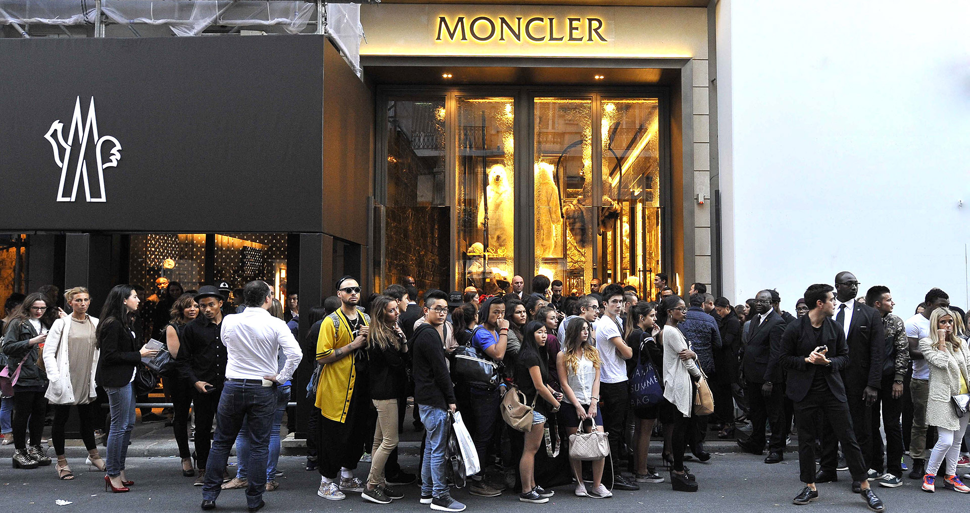 How to trade Moncler  - BSIC   Bocconi Students Investment Club 05cb9fa5f53